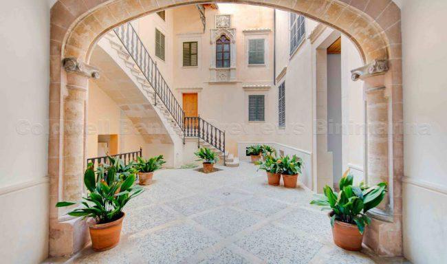 Luxus-Apartment in einem Stadtpalast des XVI. Jahrhunderts in der Altstadt von Palma