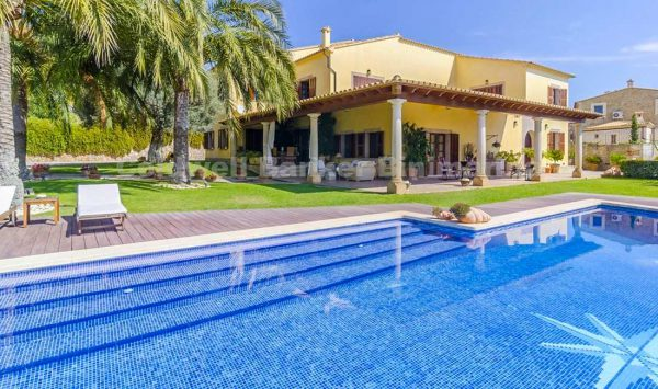 Villa mit Pool und herrlicher Aussicht in Selva